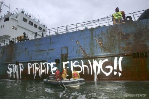 activistas-de-greenpeace-pinta